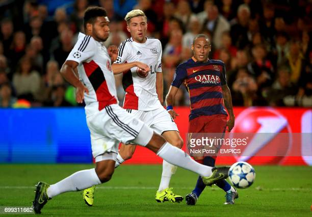 Barcelona's Neymar in action with Bayer Leverkusen's Kevin Kampl and Jonathan Tah