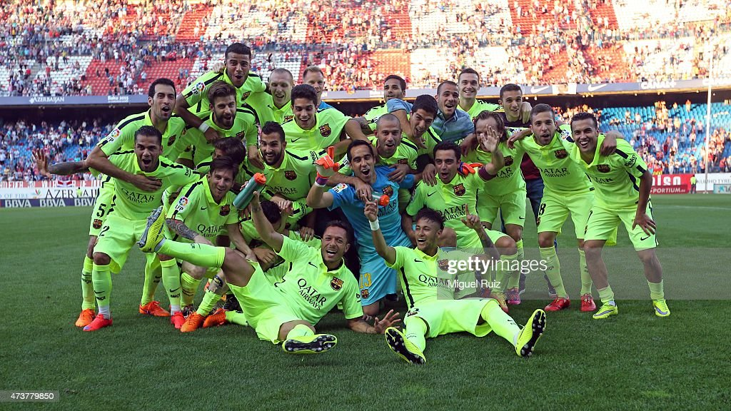 FC Barcelona's players celebrate winning the La Liga title after the La Liga match between Club Atletico de Madrid and FC Barcelona at Vicente Calderon Stadium on May 17, 2015 in Madrid, Spain.