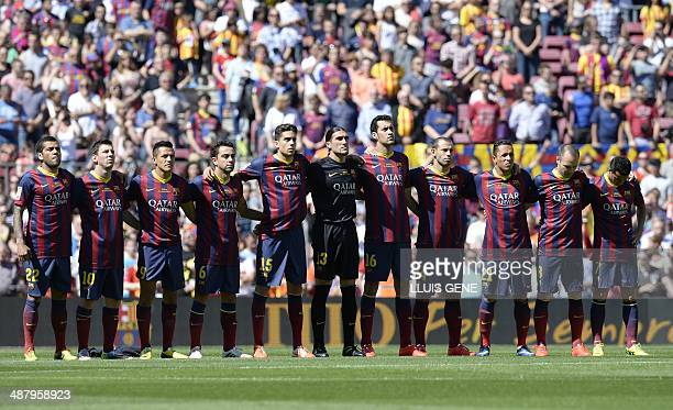 Hilo del FC Barcelona Barcelonas-players-hold-a-minutes-silence-for-former-barcelonas-coach-picture-id487958923?s=612x612