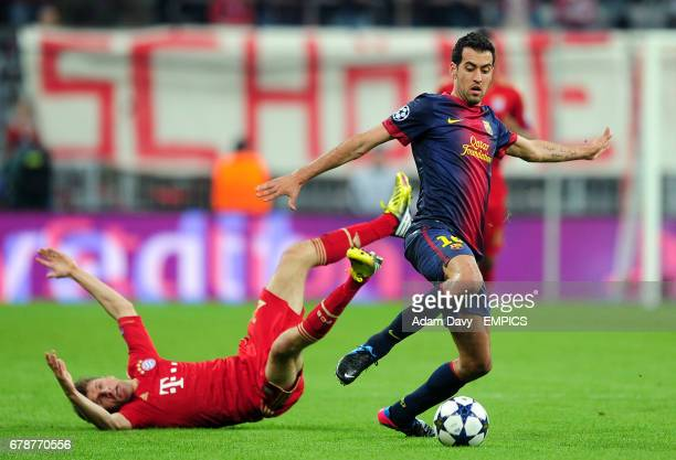 Barcelona's Sergio Busquets steps away from Bayern Munich's Thomas Muller