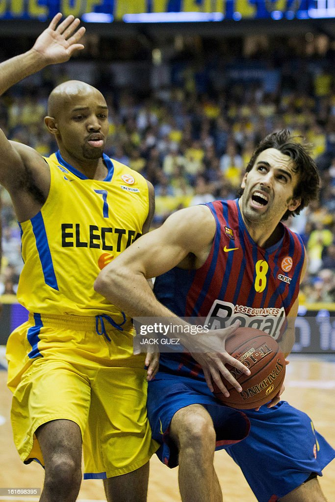 Barcelona's Spanish guard Victor Sada (R) tries to score despite of Tel Aviv's US guard Ricky Hickman (L) during their Euroleague Top 16 basketball match, Maccabi Tel Aviv Electra versus FC Barcelona Regal, on February 14, 2013 at the Nokia stadium in the Mediterranean coastal city of Tel Aviv, Israel.