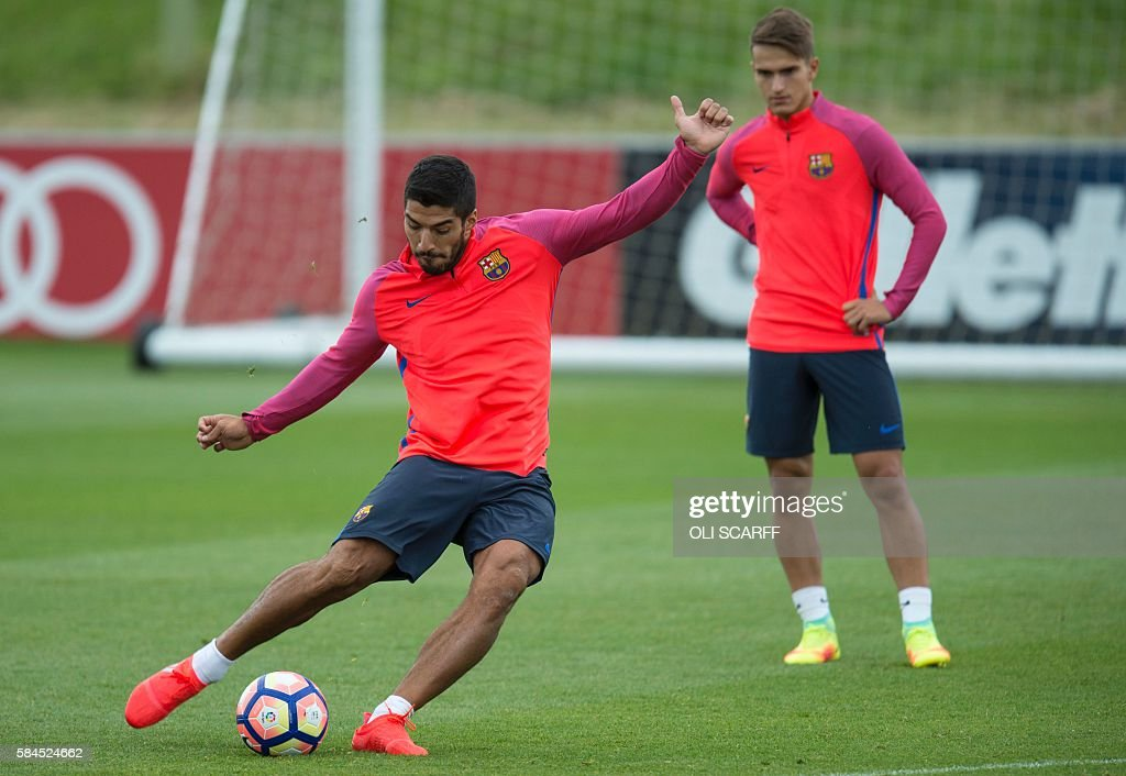 FBL-ESP-BARCELONA-FRIENDLY-ICC-TRAINING : News Photo