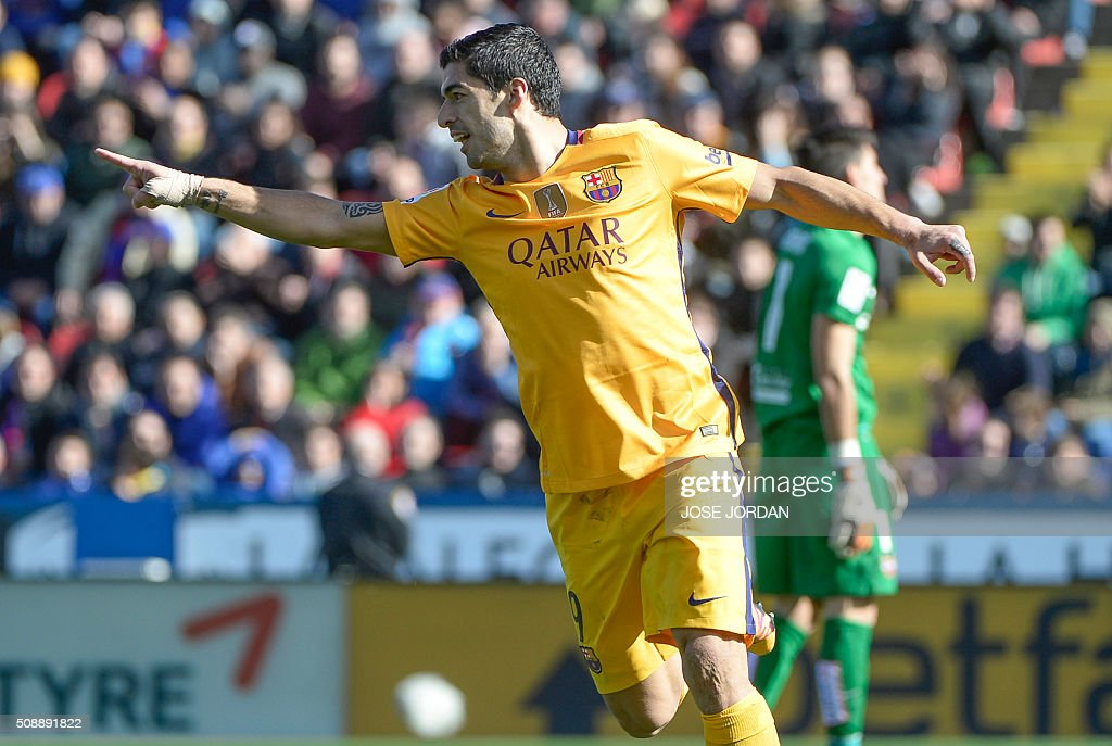 Barcelona's Uruguayan forward Luis Suarez celebrates a goal during the Spanish league football match Levante UD vs FC Barcelona at the Ciutat de Valencia stadium in Valencia on February 7, 2016. AFP PHOTO / JOSE JORDAN / AFP / JOSE JORDAN