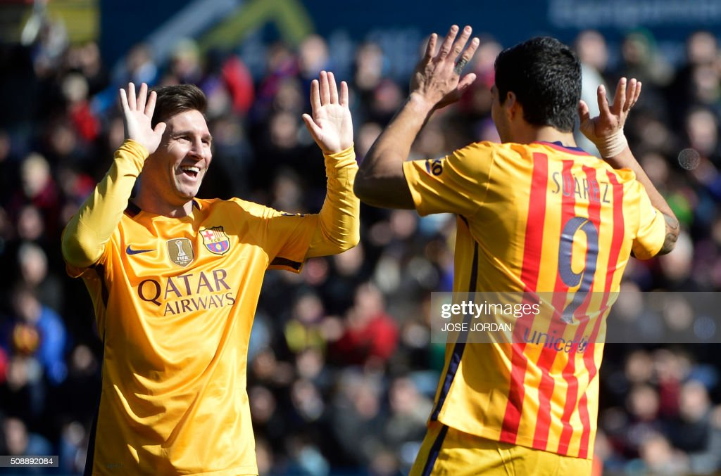Barcelona's Uruguayan forward Luis Suarez (R) celebrates a goal with teammate Barcelona's Argentinian forward Lionel Messi during the Spanish league football match Levante UD vs FC Barcelona at the Ciutat de Valencia stadium in Valencia on February 7, 2016. AFP PHOTO / JOSE JORDAN / AFP / JOSE JORDAN