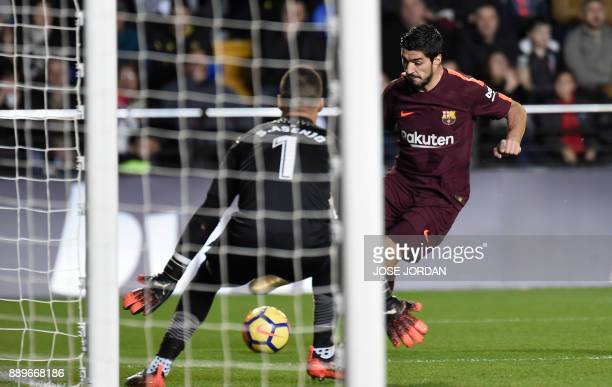 Barcelona's Uruguayan forward Luis Suarez kicks the ball in front of Villarreal's Argentinian goalkeeper Sergio Asenjo during the Spanish league...