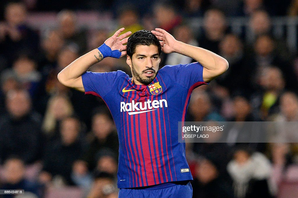 Barcelona's Uruguayan forward Luis Suarez reacts during the UEFA Champions League football match FC Barcelona vs Sporting CP at the Camp Nou stadium in Barcelona on December 5, 2017. / AFP PHOTO / Josep LAGO