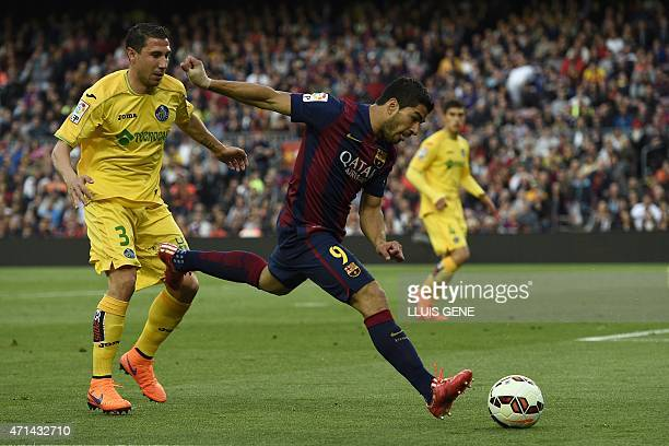 Barcelona's Uruguayan forward Luis Suarez vies with Getafe's defender Roberto Lago during the Spanish league football match FC Barcelona vs Getafe at...