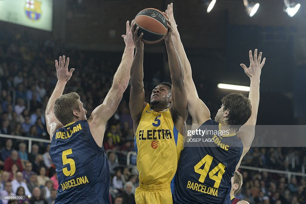Barcelona's US forward Justin Doellman (L) and Barcelona's Croatian centre Ante Tomic (R) vies with Maccabi's Electra Tel Aviv US guard Marquez Haynes during the Euroleague Top 16, round 10 basketball match FC Barcelona vs Maccabi Electra at the Palau Blaugrana sportshall in Barcelona on March 12, 2015.
