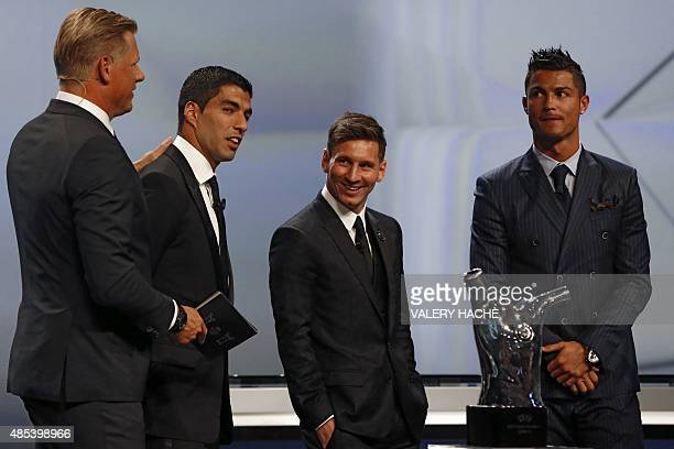 FC Barcelone Argentinian striker Lionel Messi shares a laugh with his Urugayan teammate Luis Suarez and Danish former football player and ceremony...