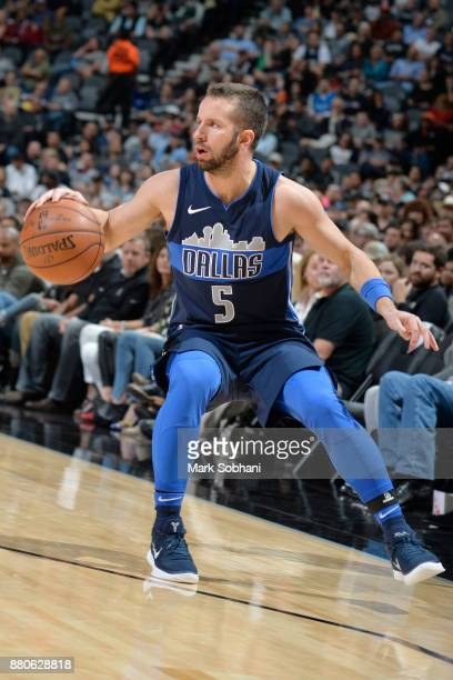 J Barea of the Dallas Mavericks looks to pass the ball against the San Antonio Spurs on November 27 2017 at the ATT Center in San Antonio Texas NOTE...