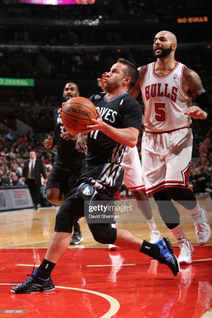 J.J. Barea #11 of the Minnesota Timberwolves drives to the basket against the Chicago Bulls on January 27, 2014 at the United Center in Chicago, Illinois.