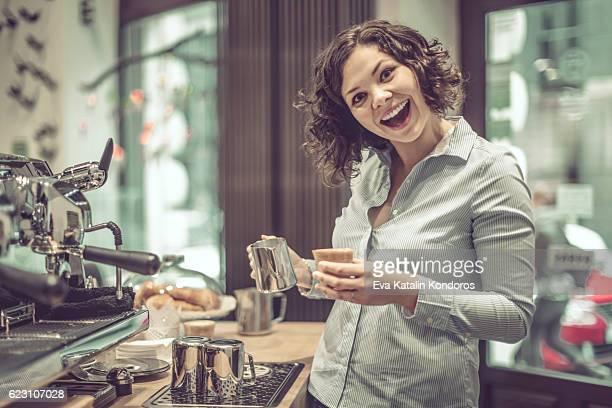Barista fait un café