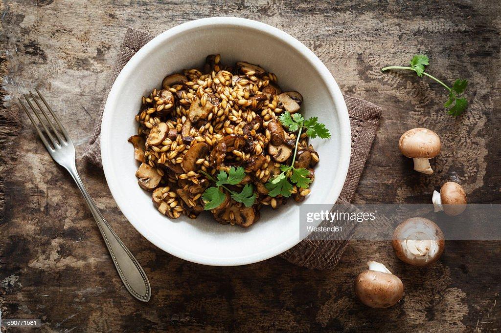 Barley risotto with champignon and coriander