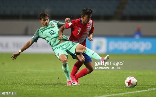 Barlon Sequeira of Costa Rica battles with Xadas of Portugal during the FIFA U20 World Cup Korea Republic 2017 group C match between Costa Rica and...