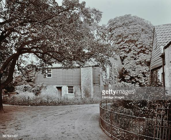 Barn and farmhouse at Homestall Farm Peckham Rye London 1908 Back of the farmhouse and end of the barn viewed from the south
