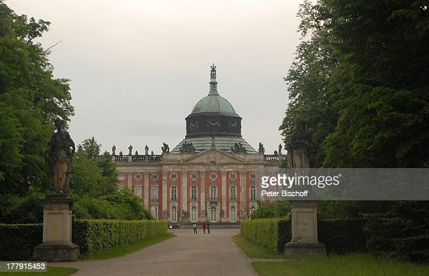 BarockSchloss 'Neues Palais' Park Sanssouci Besucher Potsdam Brandenburg Deutschland Europa UNESCOWeltkulturerbe Sehenswürdigkeit 'Rehgarten'...