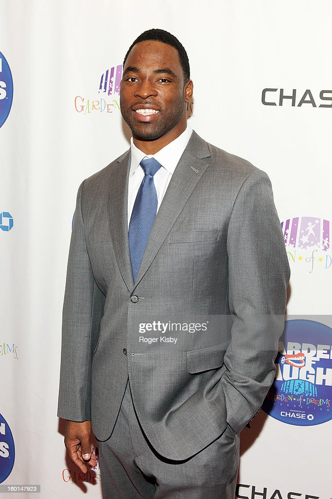 <a gi-track='captionPersonalityLinkClicked' href=/galleries/search?phrase=Baron+Davis&family=editorial&specificpeople=201592 ng-click='$event.stopPropagation()'>Baron Davis</a> attends 'Garden Of Laughs' benefit at Madison Square Garden on January 26, 2013 in New York City.