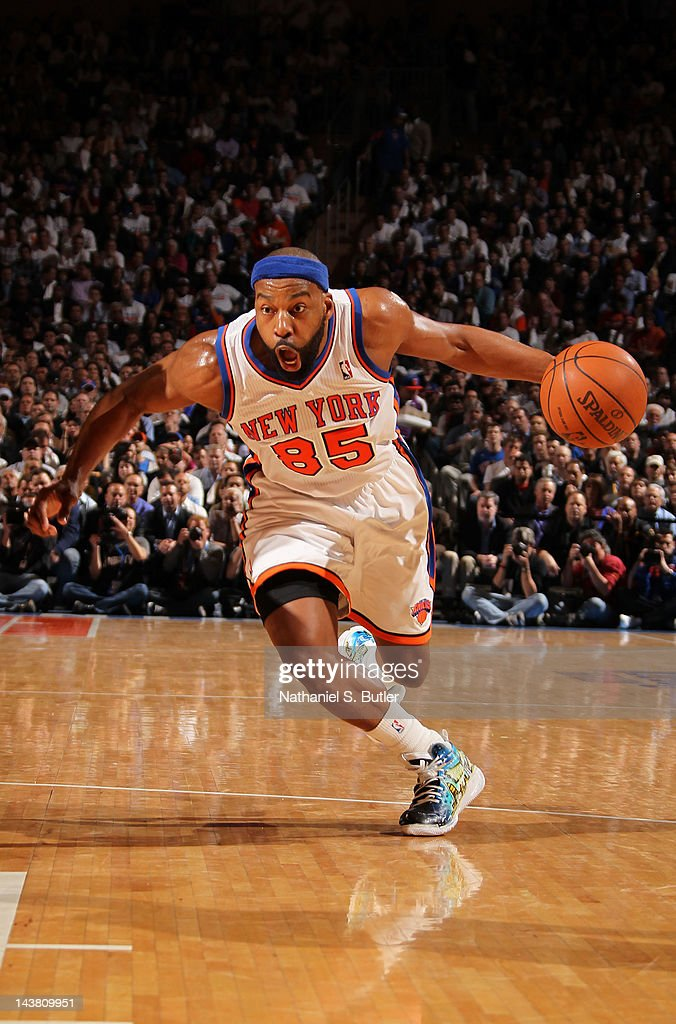<a gi-track='captionPersonalityLinkClicked' href=/galleries/search?phrase=Baron+Davis&family=editorial&specificpeople=201592 ng-click='$event.stopPropagation()'>Baron Davis</a> #85 of the New York Knicks drives to the basket in Game Three of the Eastern Conference Quarterfinals against the Miami Heat during the 2012 NBA Playoffs on May 3, 2012 at Madison Square Garden in New York City, New York.