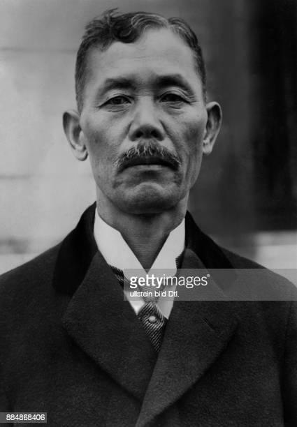 Baron Politiker 25 und 28 Premierminister von Japan Robert Sennecke Originalaufnahme im Archiv von ullstein bild