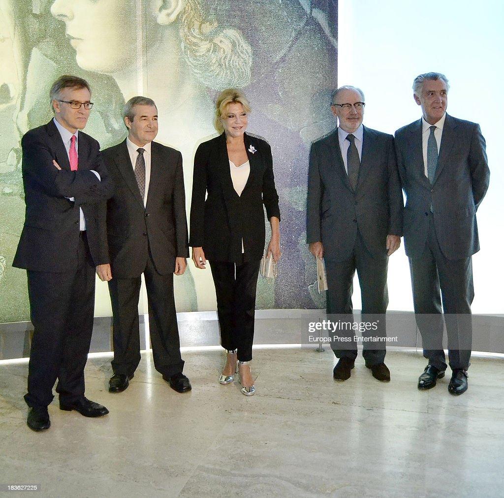 Baroness Carmen Thyssen-Bornemisza and Rodrigo Rato (2R) attend the opening of 'El Surrealismo y el Sueno' painting exhibition at Thyssen-Bornemisza museum on October 7, 2013 in Madrid, Spain.