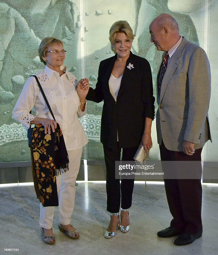 Baroness Carmen Thyssen-Bornemisza (C) attends the opening of 'El Surrealismo y el Sueno' painting exhibition at Thyssen-Bornemisza museum on October 7, 2013 in Madrid, Spain.