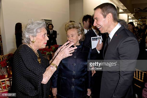 Baroness Philippine de Rothschild Bernadette Chirac and Jeff Koons attend the 'Societe des amis du Musee D'Art Moderne' Annual Dinner Held at Centre...