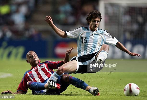 Argentine midfielder Pablo Aimar vies for the ball with midfielder Paraguayan Edgar Gonzalez during a Copa America Venezuela2007 group C match at...