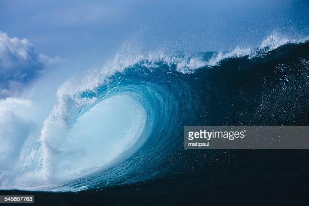 Barrel wave breaking in ocean, Hawaii, America, USA