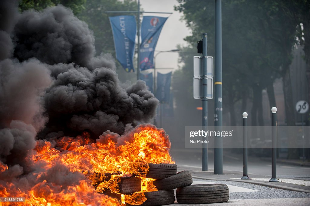 A barricade of burning tires around the roundabout Posts blocked by trade unionists of the CGT in Lille, France on june 28, 2016. A new national day of action against labor law unfolds throughout France. Economic blocking action was planned by the CGT in Lille this morning at 6:30 am.