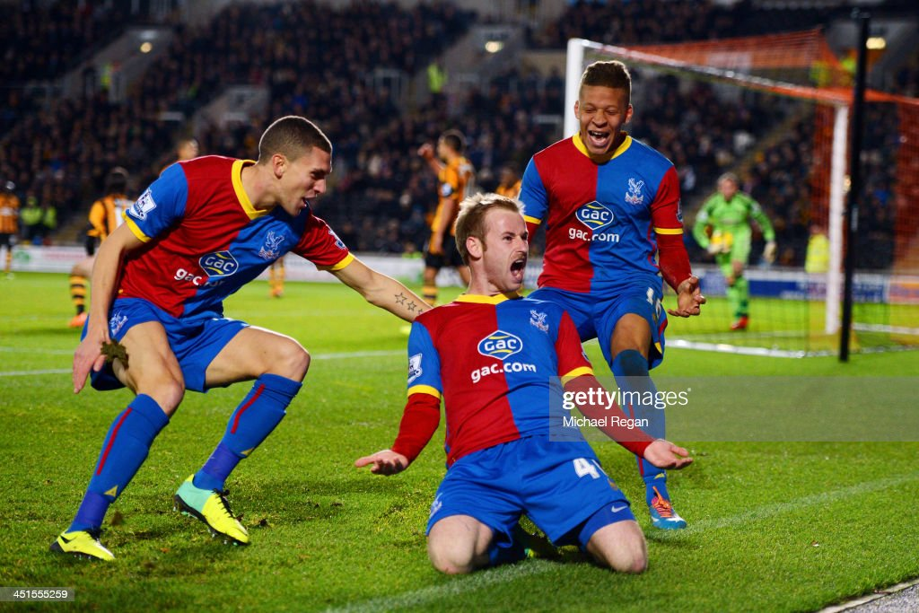 <a gi-track='captionPersonalityLinkClicked' href=/galleries/search?phrase=Barry+Bannan&family=editorial&specificpeople=5449430 ng-click='$event.stopPropagation()'>Barry Bannan</a> of Crystal Palace celebrates scoring the opening goal with team mates during the Barclays Premier League match between Hull City and Crystal Palace at KC Stadium on November 23, 2013 in Hull, England.
