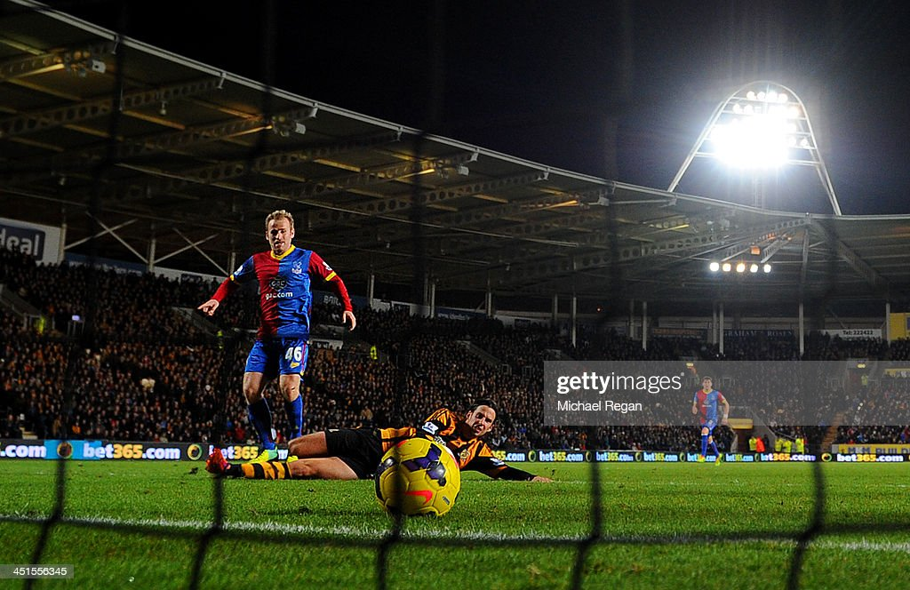<a gi-track='captionPersonalityLinkClicked' href=/galleries/search?phrase=Barry+Bannan&family=editorial&specificpeople=5449430 ng-click='$event.stopPropagation()'>Barry Bannan</a> of Crystal Palace scores the opening goal during the Barclays Premier League match between Hull City and Crystal Palace at KC Stadium on November 23, 2013 in Hull, England.