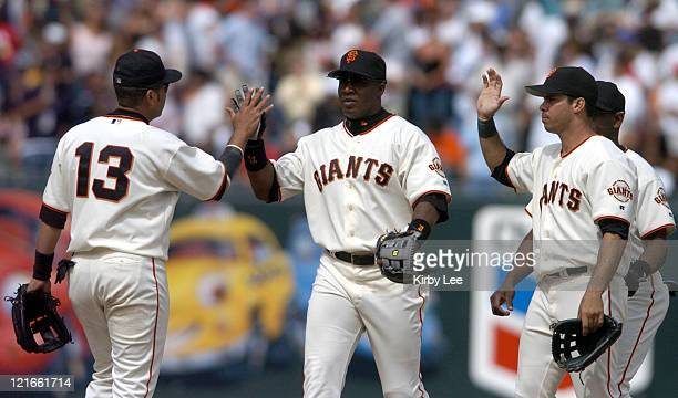 Barry Bonds exchanges high five with Edgardo Alfonzo after the San Francisco Giants' 31 victory over the New York Mets at SBC Park in San Francisco...
