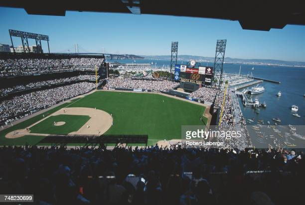 Barry Bonds of the San Francisco Giants running the bases after hitting his 69th home run of the season into McCovey Cove off a Chuck McElroy pitch...