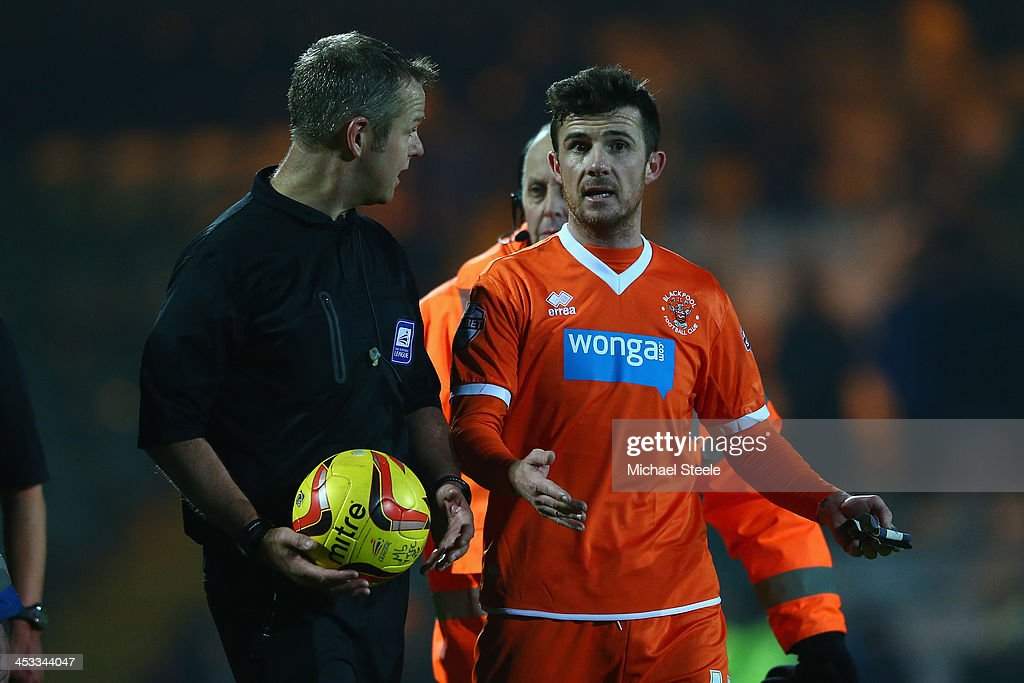 Barry Ferguson of Blackpool remonstrates with referee Christopher Sarginson at the final whistle during the Sky Bet Championship match between Yeovil...