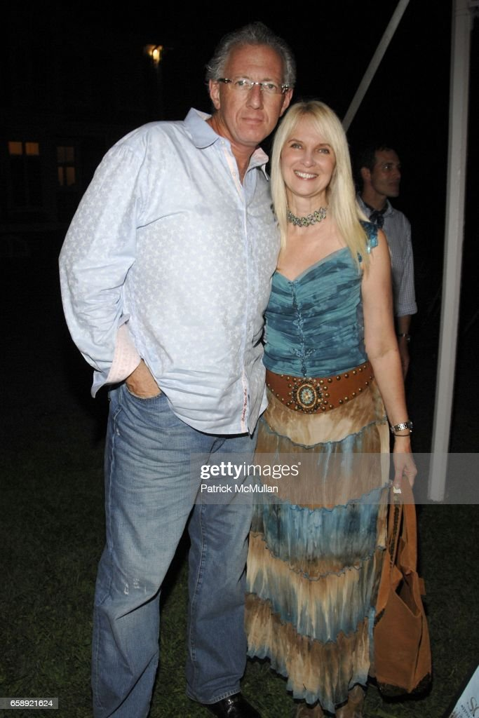 Barry Klarberg and Sara Herbert-Galloway attend the Best Buddies Hamptons Gala at the Home of Anne Hearst McInerney and Jay McInerney on August 21, 2009 in Watermill, NY.