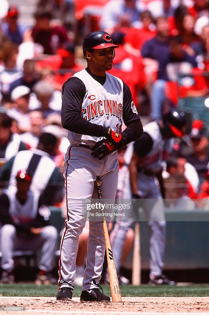<a gi-track='captionPersonalityLinkClicked' href=/galleries/search?phrase=Barry+Larkin&family=editorial&specificpeople=204522 ng-click='$event.stopPropagation()'>Barry Larkin</a> of the Cincinnati Reds bats against the St. Louis Cardinals at Busch Stadium on May 18, 2002 in St. Louis, Missouri.