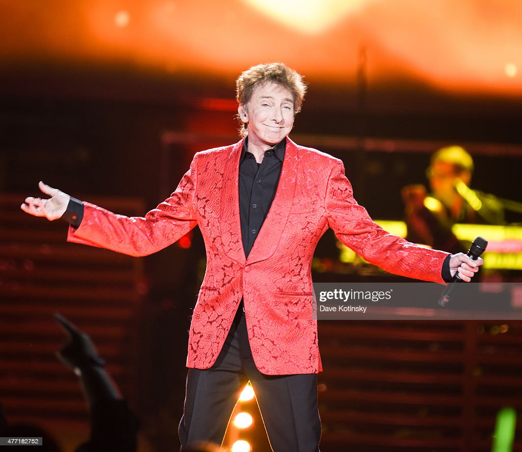 <a gi-track='captionPersonalityLinkClicked' href=/galleries/search?phrase=Barry+Manilow&family=editorial&specificpeople=210534 ng-click='$event.stopPropagation()'>Barry Manilow</a> performs at Prudential Center on June 14, 2015 in Newark, New Jersey.