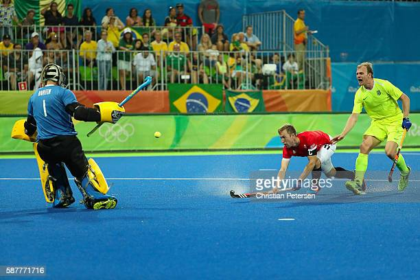 Barry Middleton of Great Britain takes a shot on goalkeeper Thiago Bomfim of Brazil during the hockey game on Day 4 of the Rio 2016 Olympic Games at...