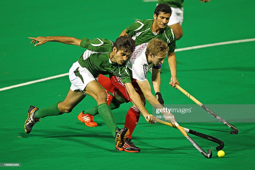 Barry Middleton vies for the ball in the England v Pakistan match during day two of the 2012 International Super Series at Perth Hockey Stadium on November 23, 2012 in Perth, Australia.