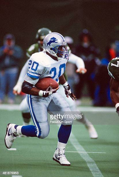 Barry Sanders of the Detroit Lions carries the ball against the New York Jets during an NFL football game December 10 1994 at The Meadowlands in East...