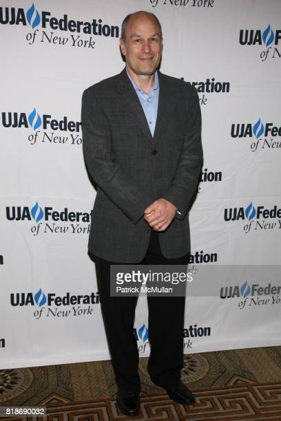 Barry Weiss attends UJAFEDERATION OF NEW YORK honors JULIE GREENWALD and CRAIG KALLMAN with The Music Visionary of the Year Award at The Pierre on...