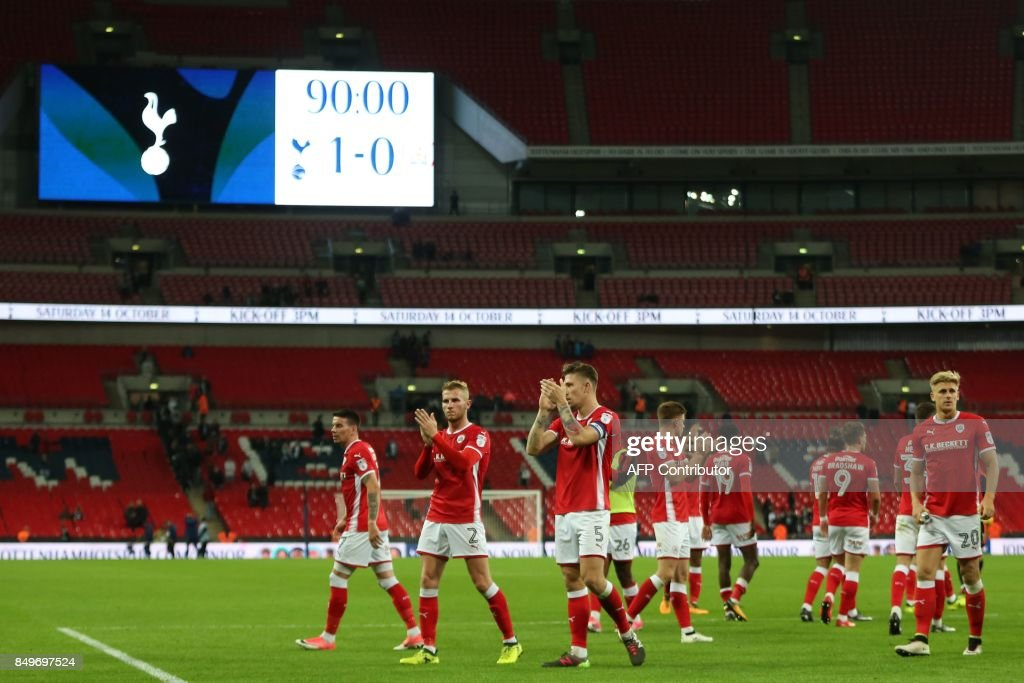 Barsley players applaud supporters on the pitch after the English League Cup third round football match between Tottenham Hotspur and Barnsley at Wembley Stadium in London on September 19, 2017. Tottenham won the game 1-0. / AFP PHOTO / IKIMAGES / Lee MILLS / RESTRICTED TO EDITORIAL USE. No use with unauthorized audio, video, data, fixture lists, club/league logos or 'live' services. Online in-match use limited to 45 images, no video emulation. No use in betting, games or single club/league/player publications. /