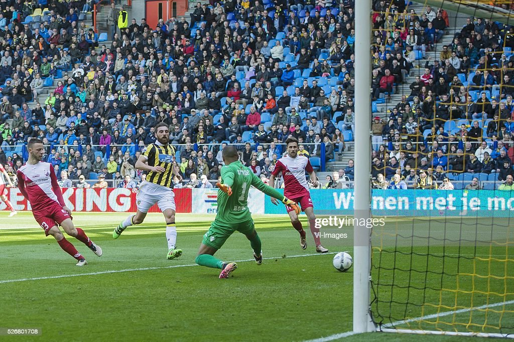 Bart Ramselaar of FC Utrecht hits the post (L-R_ Bart Ramselaar of FC Utrecht, Guram Kashia of Vitesse, goalkeeper Eloy Room of Vitesse, Rico Strieder of FC Utrecht during the Dutch Eredivisie match between Vitesse Arnhem and FC Utrecht at Gelredome on May 01, 2016 in Arnhem, The Netherlands