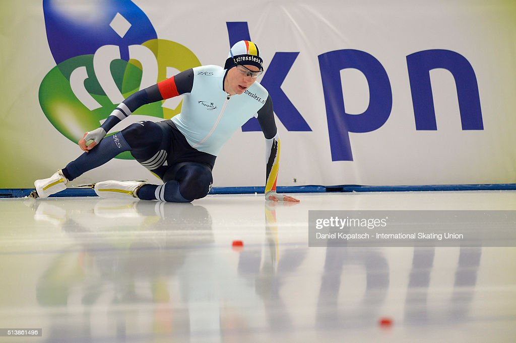 <a gi-track='captionPersonalityLinkClicked' href=/galleries/search?phrase=Bart+Swings&family=editorial&specificpeople=7294720 ng-click='$event.stopPropagation()'>Bart Swings</a> of Belgium crashes during the Men 5000 M during day one of ISU Allround Speed Skating World Championship on March 5, 2016 in Berlin, Germany.