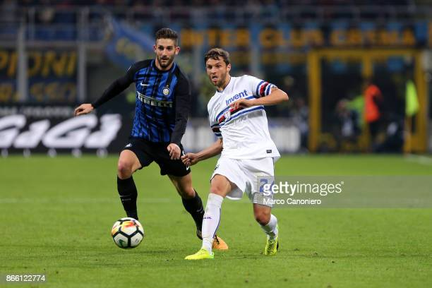 Bartosz Bereszynski of UC Sampdoria and Roberto Gagliardini of FC Internazionale in action during the Serie A football match between Fc...