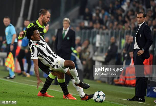 Bas Dost of Sporting CP competes for the ball with Juan Cuadrado of Juventus during the UEFA Champions League group D match between Juventus and...