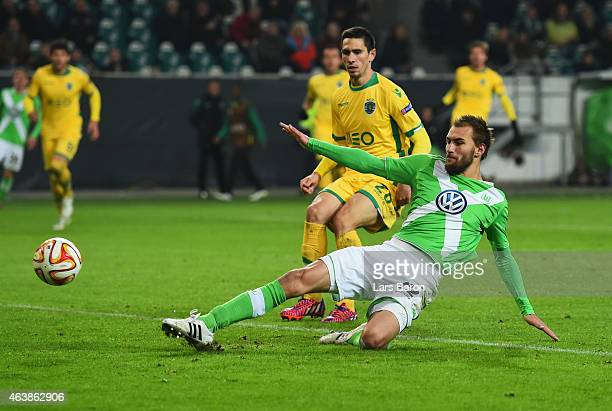 Bas Dost of VfL Wolfsburg scores their second goal during the UEFA Europa League Round of 32 first leg match between VfL Wolfsburg and Sporting Clube...