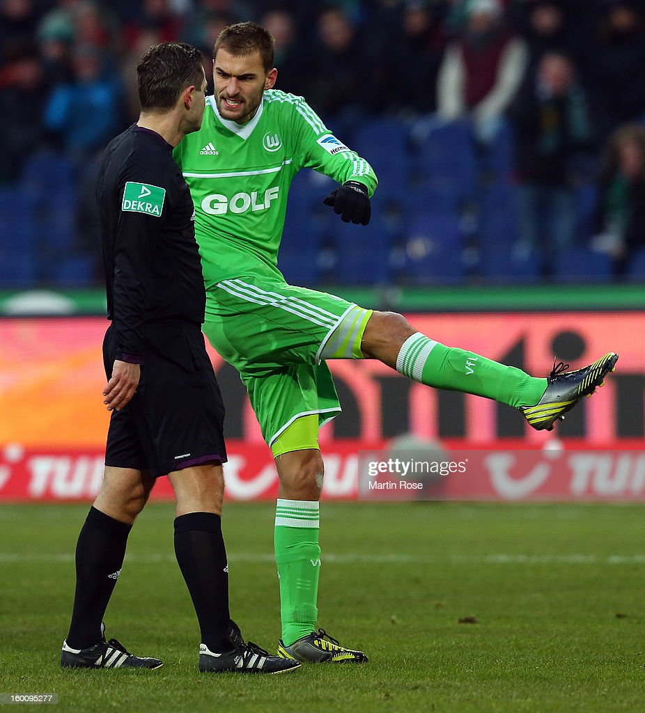 Bas Dost (R) of Wolfsburg argues with referee Guenter Perl during the Bundesliga match between Hannover 96 and VfL Wolfsburg at AWD Arena on January 26, 2013 in Hannover, Germany.