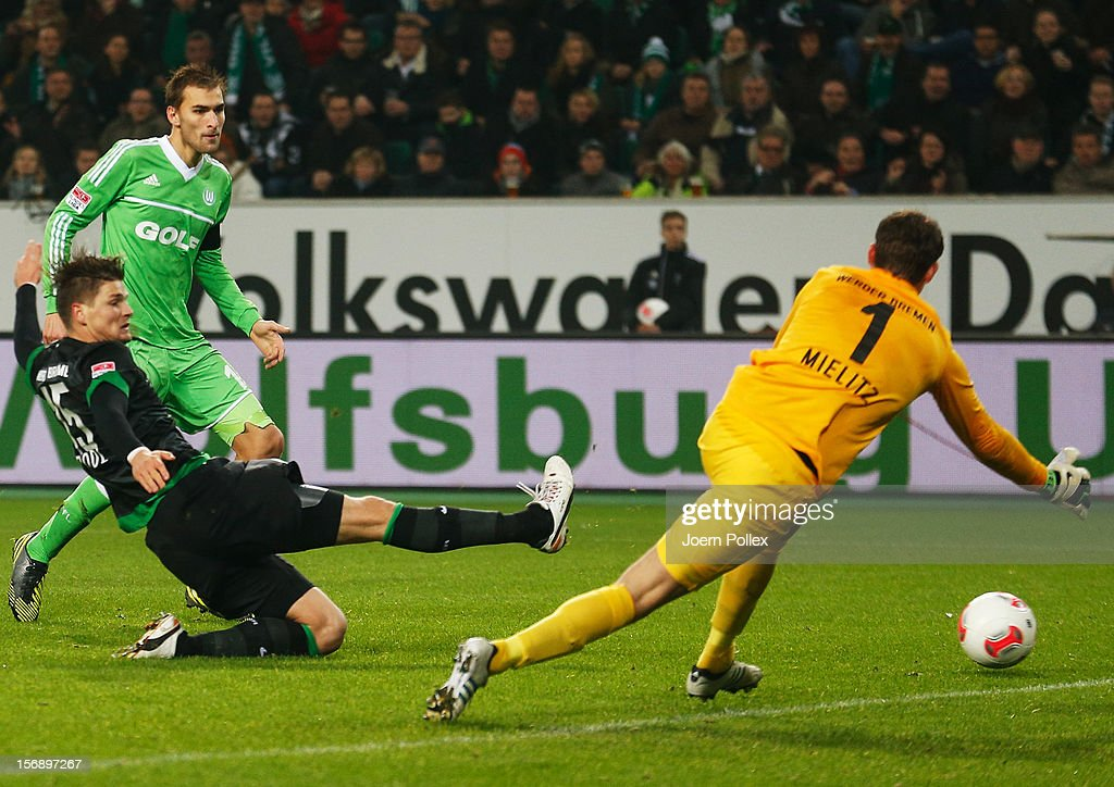 <a gi-track='captionPersonalityLinkClicked' href=/galleries/search?phrase=Bas+Dost&family=editorial&specificpeople=7467816 ng-click='$event.stopPropagation()'>Bas Dost</a> (2nd L) of Wolfsburg scores his team's first goal during the Bundesliga match between VfL Wolfsburg and SV Werder Bremen at Volkswagen Arena on November 24, 2012 in Wolfsburg, Germany.