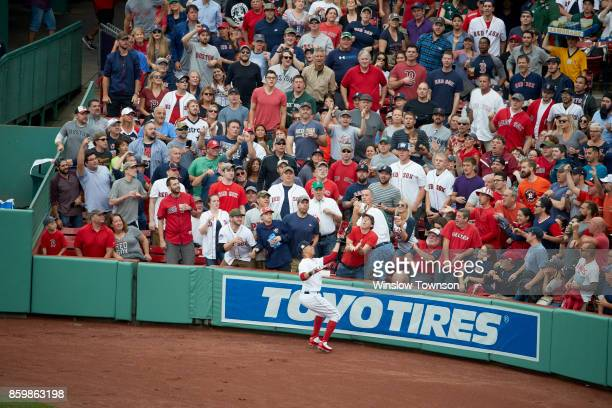 ALDS Playoffs Boston Red Sox Mookie Betts in action making catch vs Houston Astros at Fenway Park Game 3 Boston MA CREDIT Winslow Townson